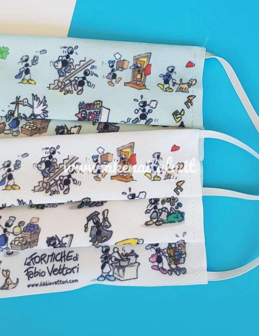 Mascherina in tessuto lavabile Le Formiche di Fabio Vettori disponibile in due colori: bianco o azzurro